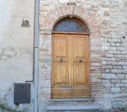 Oude Italiaanse voordeur Stock Foto's