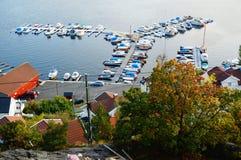Oude jachthaven in Kragero en fjord, Noorwegen Stock Foto