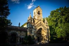 Oude Jaki Kapolna-kerk dichtbij Vajdahunyad-kasteel in Boedapest, Hun royalty-vrije stock afbeelding