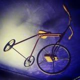 Oude jonge geitjes drie-wielen fiets Royalty-vrije Stock Fotografie