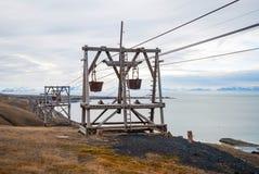 Oude kabelwagen voor steenkoolvervoer, Svalbard, Noorwegen Stock Afbeelding