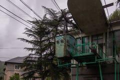 Oude kabelwagenpost in Georgië royalty-vrije stock afbeelding