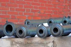 Oude kanonnen in Moskou het Kremlin De erfenisplaats van Unesco Stock Afbeeldingen