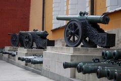 Oude kanonnen in Moskou het Kremlin De erfenisplaats van Unesco Stock Afbeelding
