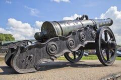 Oude kanonnen over het museum Stock Foto