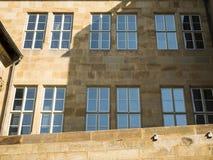 Oude Kasteelvoorgevel in het centrum Stuttgart, Duitsland stock foto