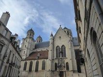 Oude kathedraal in Dijon, Frankrijk stock afbeeldingen
