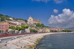 Oude Katholieke Kathedraal op de Odysseus-Kust van Italië stock foto's