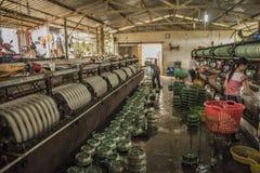 Oude katoenen fabriek dichtbij de stad van DA Lat royalty-vrije stock afbeelding