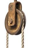 Oude katrol met kabel royalty-vrije stock afbeeldingen