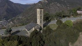 Oude kerk bovenop een berg - Engolasters, Andorra - de Pyreneeën stock footage