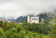 Oude kerk in Dolomietbergen royalty-vrije stock afbeeldingen