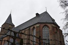 Oude kerk in klein dorp royalty-vrije stock foto