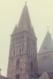 Oude kerk in mist Stock Afbeeldingen