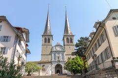 Oude kerkarchitectuur bij het dorp van Luzern Stock Afbeelding