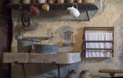 Oude keukengootsteen Stock Foto's