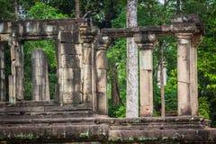 Oude Khmer architectuur Verbazende mening van Bayon-tempel bij zonnen Stock Foto