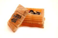 Oude kist met knopen Stock Foto