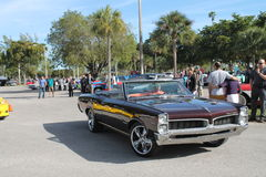 Oude klassieke Amerikaanse spierauto Stock Afbeeldingen