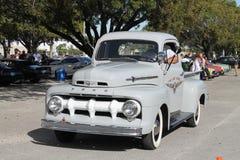 Oude klassieke Amerikaanse vrachtwagen Stock Foto's
