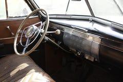 Oude klassieke auto Royalty-vrije Stock Afbeeldingen