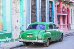 Oude Klassieke Auto in Cuba Stock Foto's