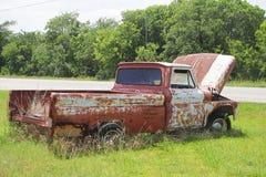 Oude klassieke auto's en vrachtwagens in Dickerson Texas stock fotografie