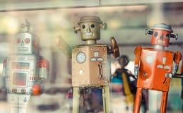 Oude klassieke tinstuk speelgoed robots Stock Fotografie