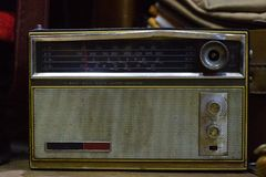 Oude Klassieke Uitstekende Radio, Antieke Inzamelingen stock afbeeldingen