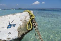 Oude kleine boot, stranddag Stock Foto's