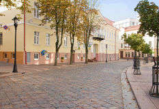 Oude kleine straat in Grodno, Wit-Rusland stock foto's