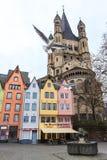 Oude kleurrijke huizen in de stad Keulen in Duitsland Stock Afbeeldingen