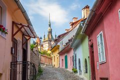 Oude kleurrijke straat in Sighisoara Royalty-vrije Stock Foto's