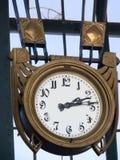Oude klok in een fabriek Stock Foto