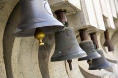 Oude klokken campanes stock afbeeldingen