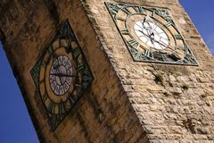 Oude klokketoren in Europa Royalty-vrije Stock Afbeeldingen