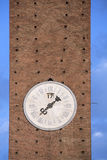 Oude klokketoren in Siena middeleeuwse stad, Italië Stock Foto's