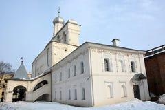 Oude Klokketoren in Veliky Novgorod royalty-vrije stock fotografie