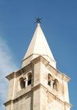 Oude klokketorentoren in stad Caorle Stock Afbeelding