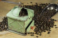 Oude koffiemolen royalty-vrije stock foto's