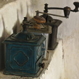 Oude koffiemolennen Royalty-vrije Stock Afbeeldingen