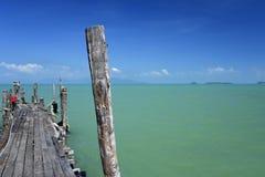 Oude koh phangan veerbootpijler Stock Afbeeldingen