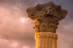 Oude kolom bij de Roman stad van Kourion Limassol District, Stock Foto's