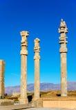 Oude kolommen in de Poort van Alle Naties - Persepolis stock afbeelding