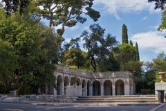 Oude kolommen in het park van Nice Frankrijk Stock Afbeelding