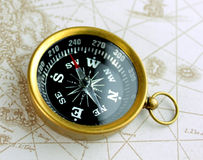 Oude kompas en kaart Royalty-vrije Stock Afbeeldingen