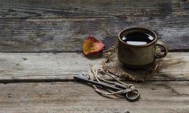 Oude kop van koffie stock afbeeldingen