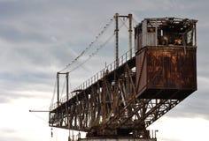 Oude kraan bij de haven van Catanië. Stock Afbeelding