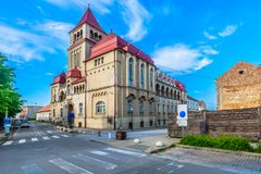 Oude Kroatisch brengt in Krizevci, Kroatië onder stock fotografie