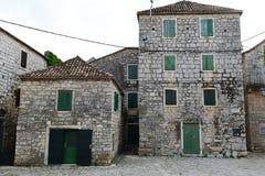 Oude Kroatische huizen in Stari Grad Stock Foto's